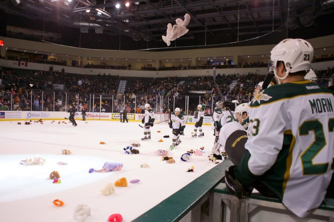 Travis Morin (23) watches a stuffed animal fly after Brett Ritchie's goal. (Photo by Christina Shapiro/Texas Stars)
