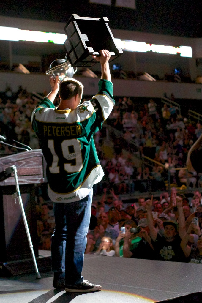 Toby Petersen hoists the cup and retires as a champion. (Photo by Christina Shapiro/Texas Stars).