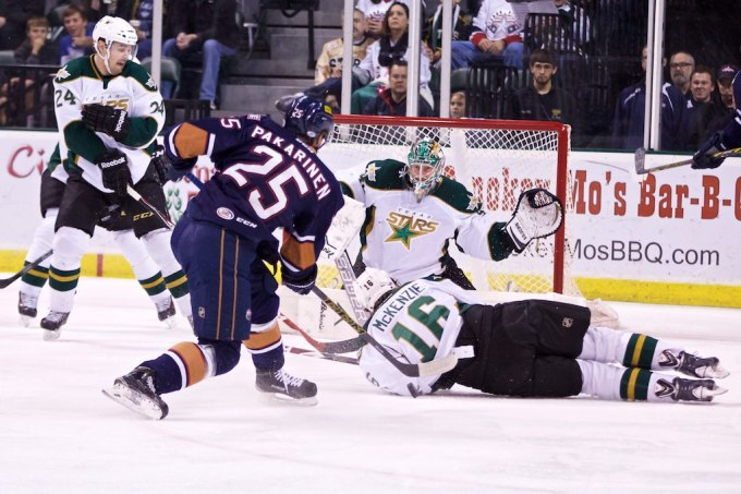 Curtis McKenzie blocks a shot during an OKC power play. (Photo by Christina Shapiro/Texas Stars)